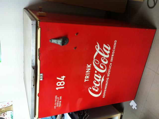 Kleiner Coca Cola Kühlschrank : Coca cola sammlerstücke schilderjagd alte emailleschilder und
