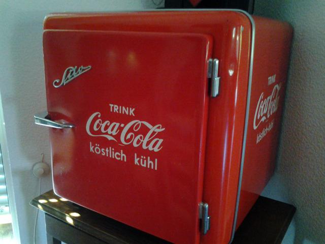 Kleiner Kühlschrank Coca Cola : Coca cola u esommer boomu c schilderjagd alte emailleschilder und